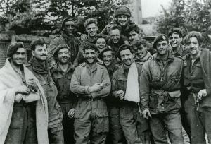 Na hun ontsnapping over de Rijn; overlevenden in Nijmegen
